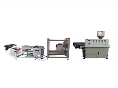 Plastic melt blown fabric making machine